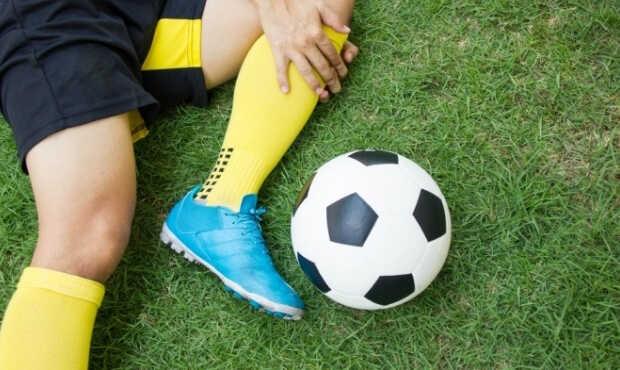 You are currently viewing อาการบาดเจ็บที่มักจะเกิดขึ้นจากการแข่งขันฟุตบอล